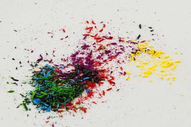 色鉛筆を削ったカスがまとめられている