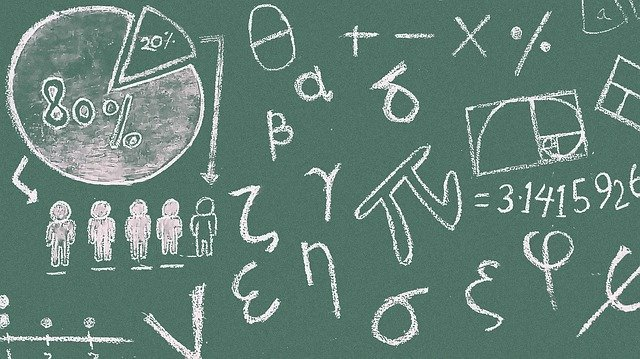 黒板にローマ字が書かれている