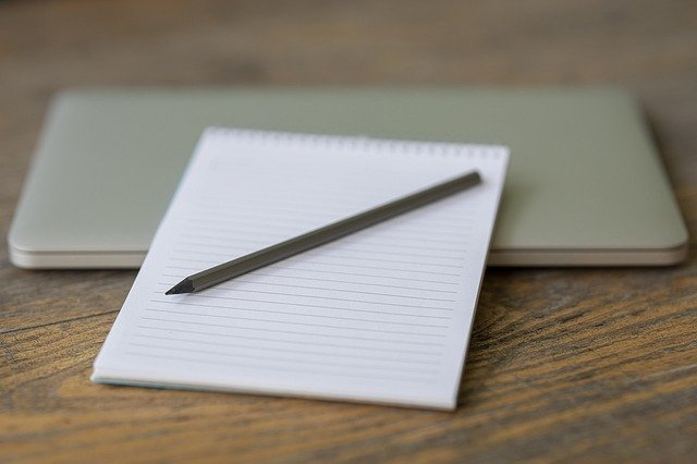 ノートと鉛筆とパソコン