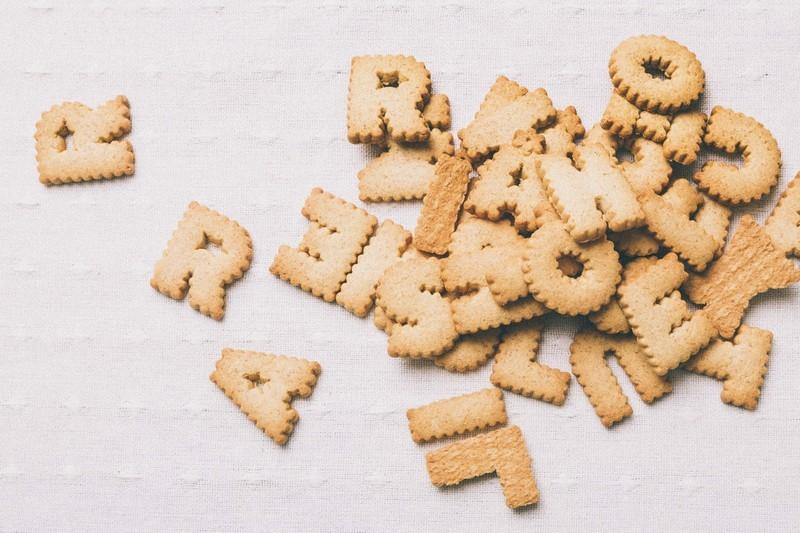 アルファベットのビスケット