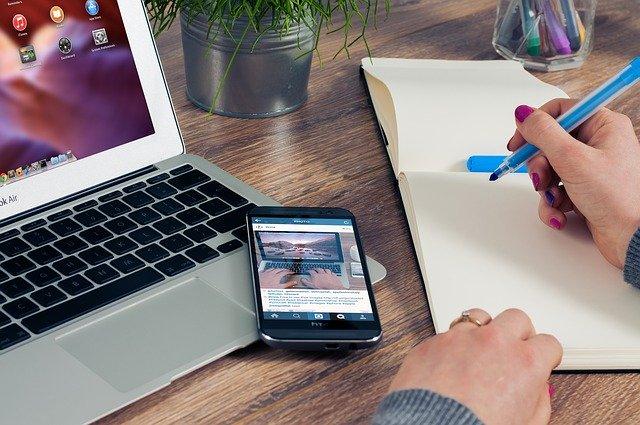 ノートとパソコンとスマホ