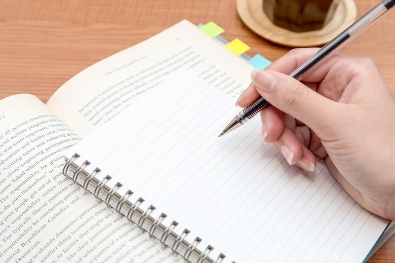 英語の現在進行形の文法解説|現在形との意味の違いなど