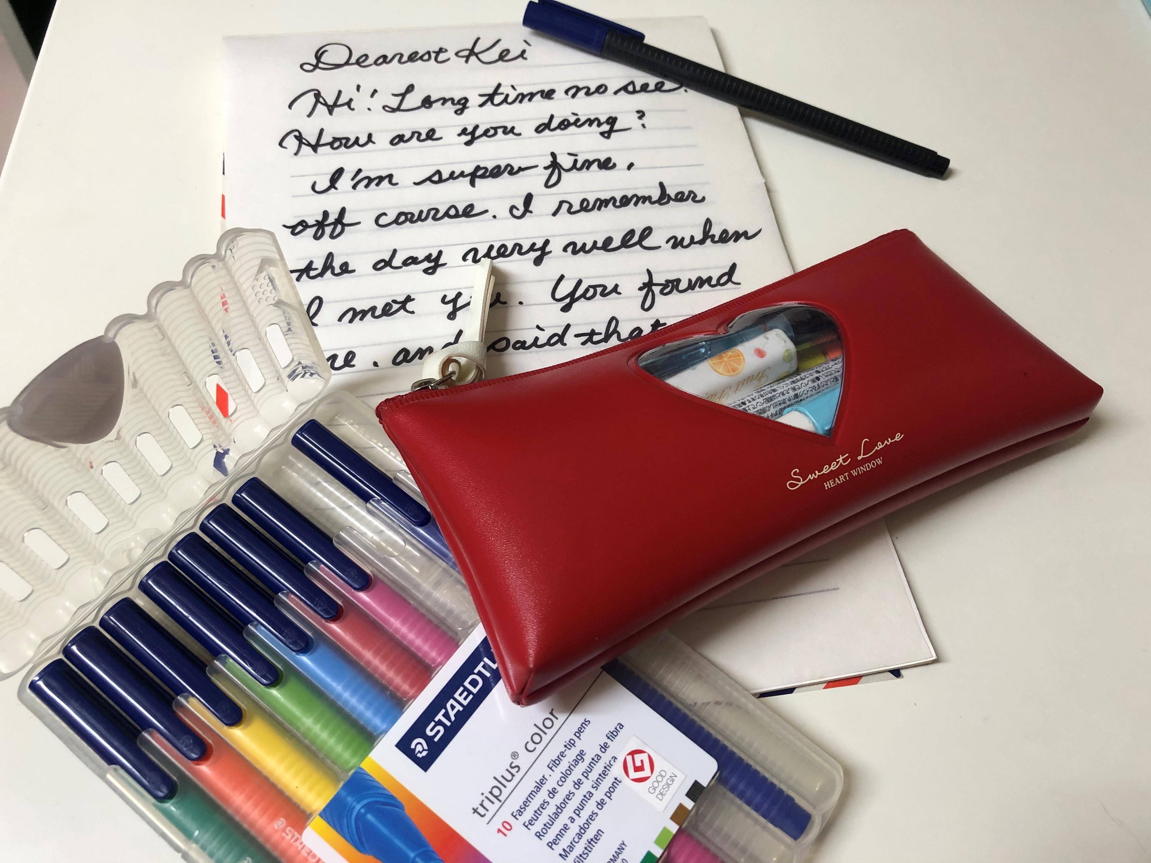 英語筆記体の書き方がたった3分で学べる!すぐ使える練習教材もご紹介!