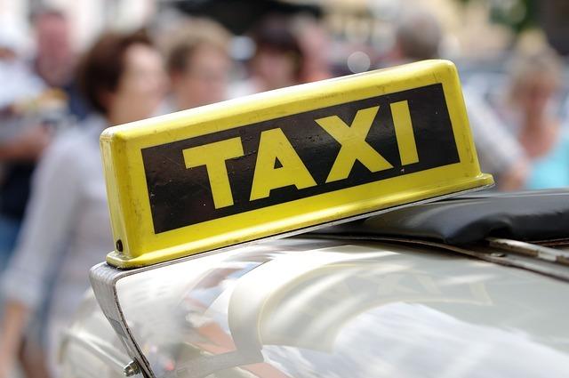 英語でタクシーを呼ぶには?行き先の説明などタクシーの英会話をマスターしよう!