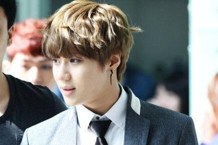 韓国芸能人の髪型を真似る人が増えている・韓国メンズの髪型