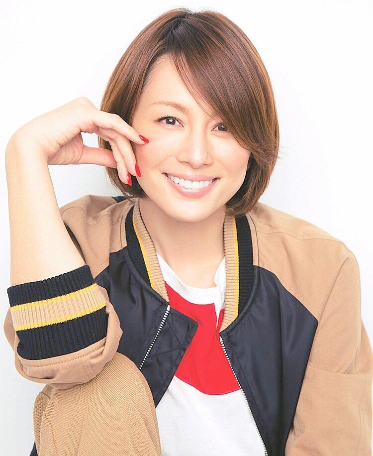 笑顔が素敵な米倉涼子さん