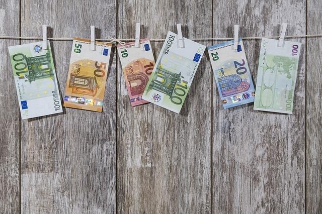 お金についての説明なもで紙幣の写真採用