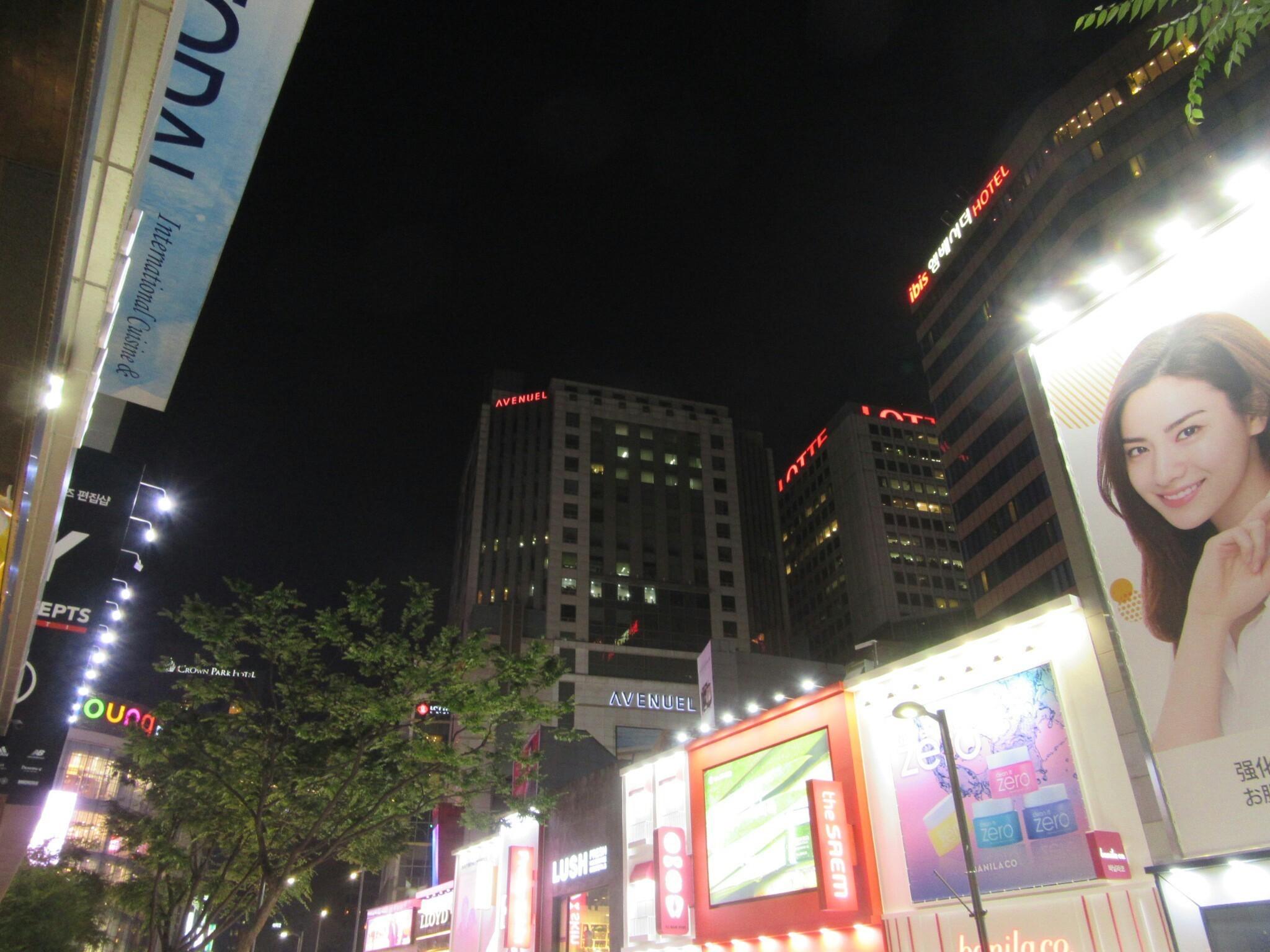 韓国・明洞エリアの夜の空