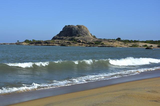 海とシーギリヤロック
