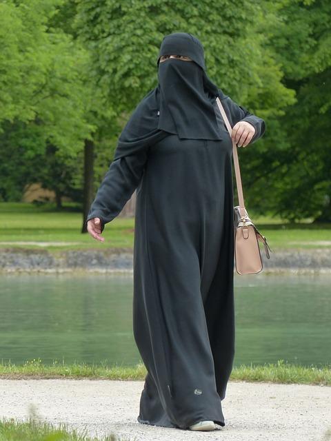 ムスリム女性の一人歩き