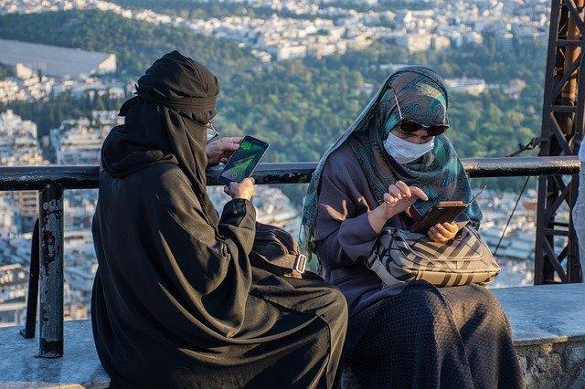 ムスリムの女性2人