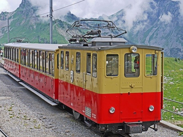 ユングフラウ鉄道とは?高低差がヤバい山岳鉄道の乗り方や注意点をご紹介!