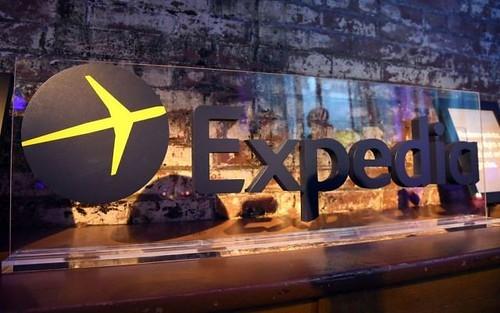 エクスペディアでの航空券の予約手順は?受け取りやチェックインの方法を解説!