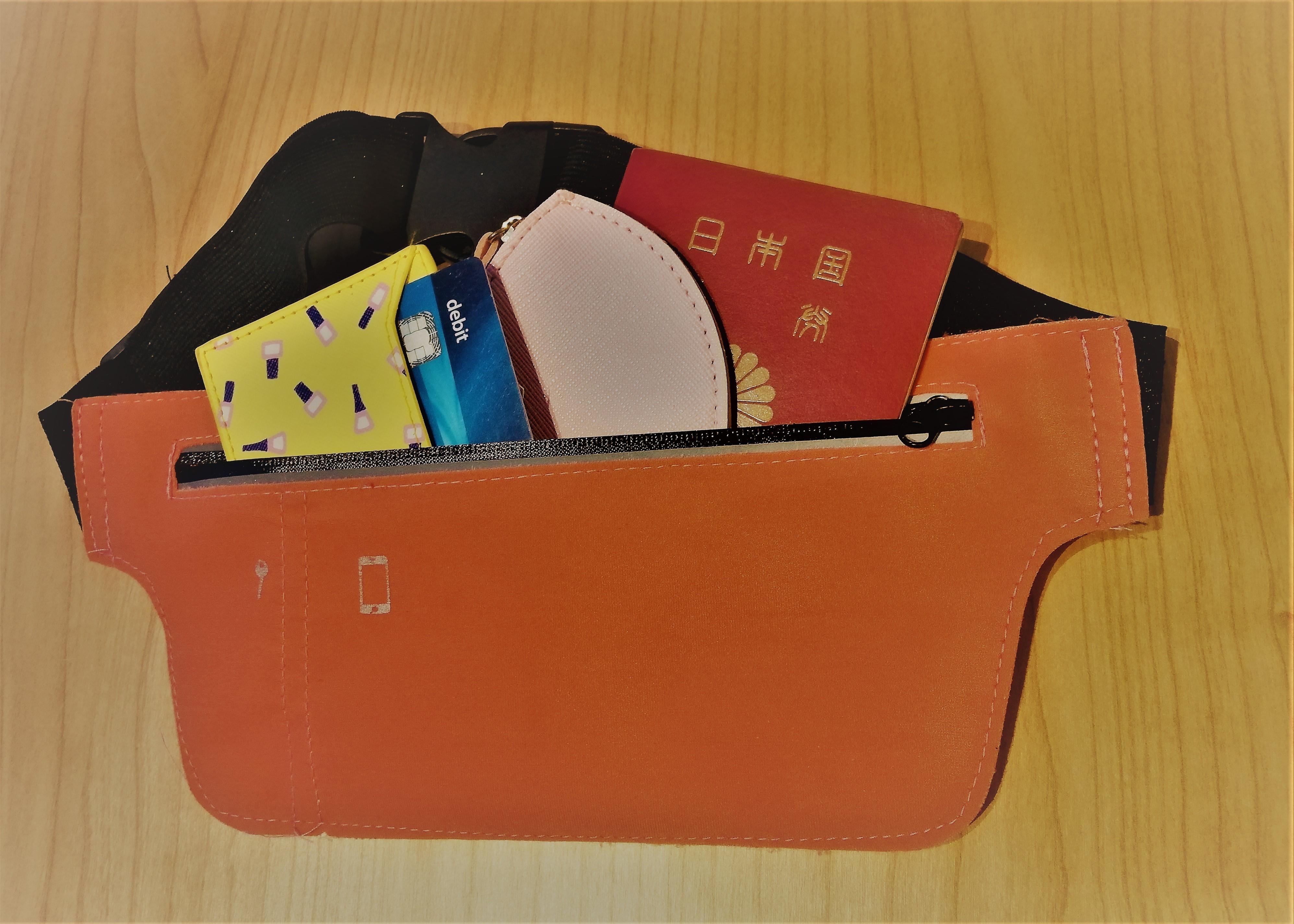 セキュリティポーチは海外旅行に必要?入れる荷物や使い方をご紹介!