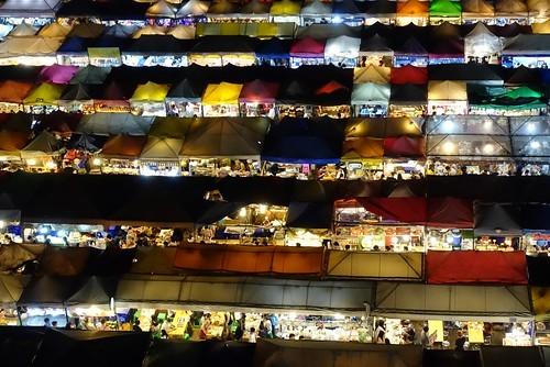 バンコクのナイトマーケットおすすめ7選!屋台グルメやショッピングを楽しもう!