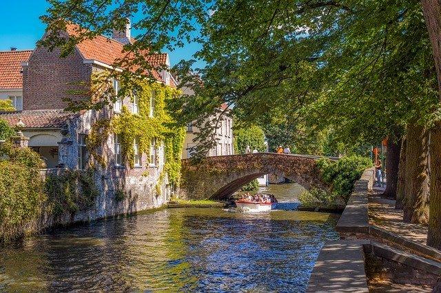 ベルギー「ブルージュ」の見どころは?歴史ある町の観光情報をご紹介!