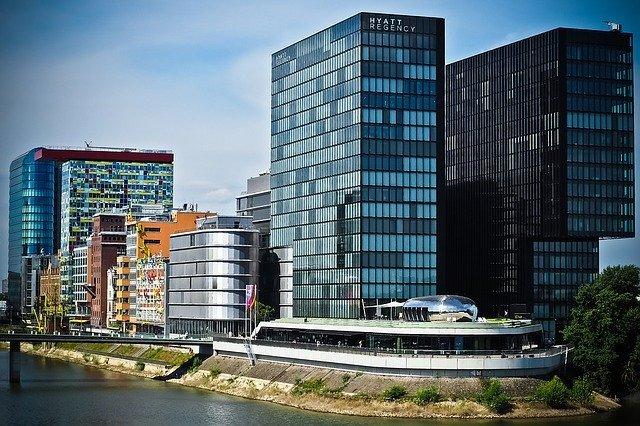 デュッセルドルフ空港から市内へのおすすめアクセス方法は?楽&早い方法をご紹介!