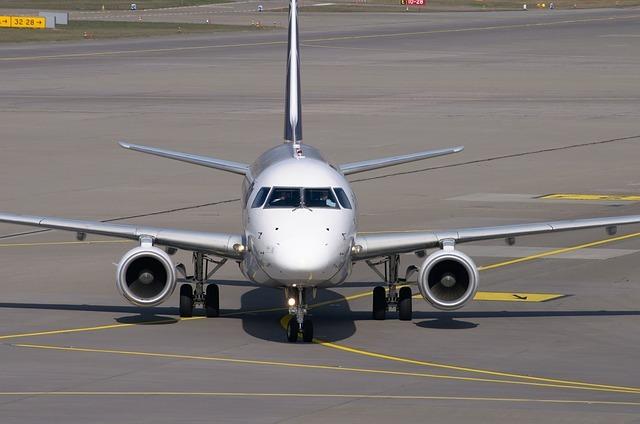 エンブラエルってどんな飛行機メーカー?乗れる路線や機内もご紹介!