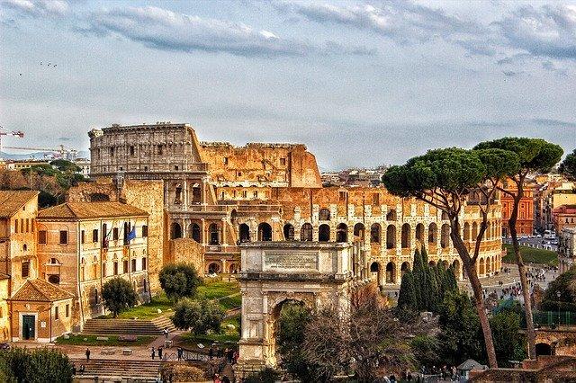 街道の女王「アッピア街道」の見どころは?古代ローマの暮らしを垣間見る街道を解説!