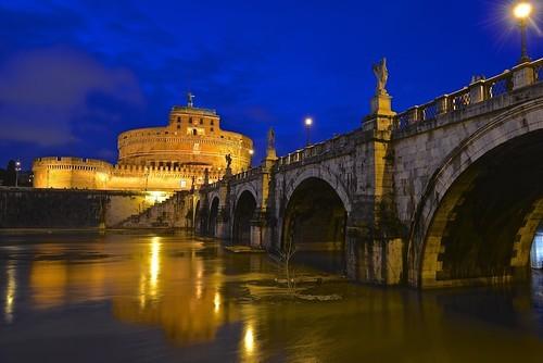 美しい城塞「サンタンジェロ城」の見どころは?周辺の観光スポットも合わせてご紹介!