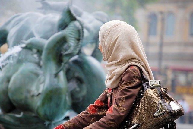 イスラム教の女性の服装の特徴は?服装の種類や宗教のルールを解説!