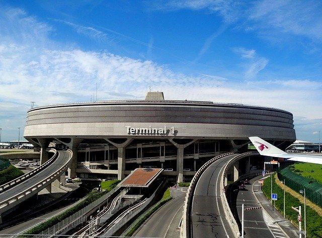 パリ「シャルル・ド・ゴール空港」のすごし方をご紹介!どんなお店がある?
