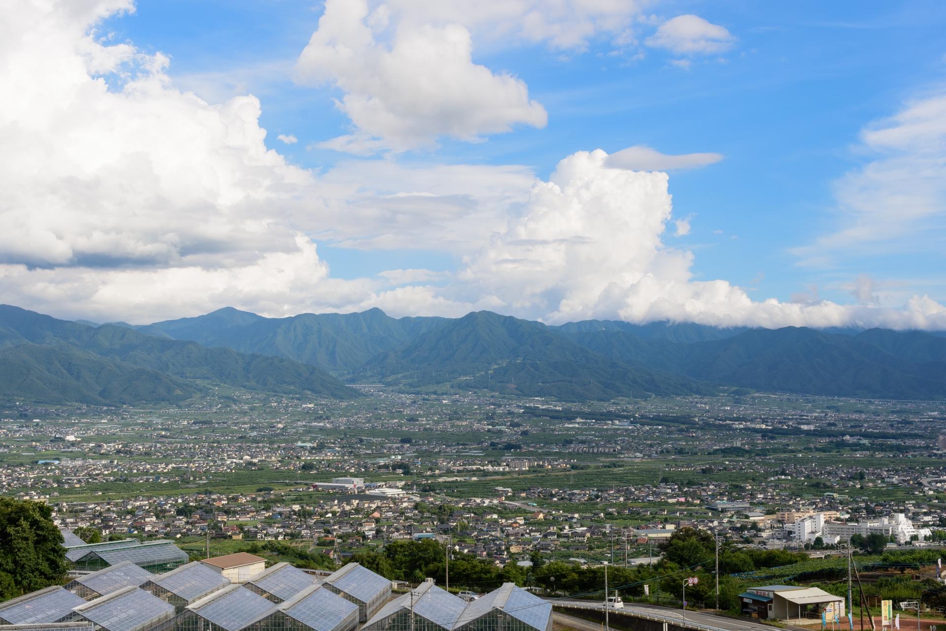 甲府盆地はどんな地形的特徴がある?おすすめ観光スポットも合わせてご紹介!