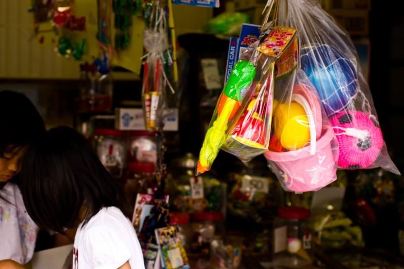 """""""日本一のだがし売場""""がヤバい!日本最大の楽しい駄菓子屋さんをご紹介!"""