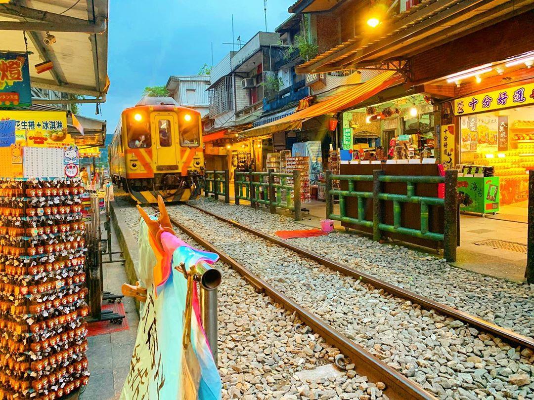 台北から十份への行き方は何がおすすめ?電車・バス・タクシーを比較解説!