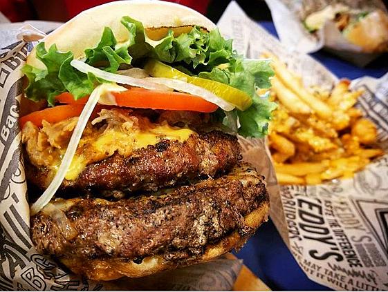 テディーズビガーバーガーで本場アメリカのジューシーな絶品ハンバーガーを味わおう!