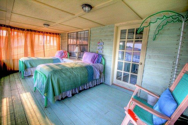 ツインルームはベッドが2つ!シングルやダブルなど他の部屋との違いを解説!