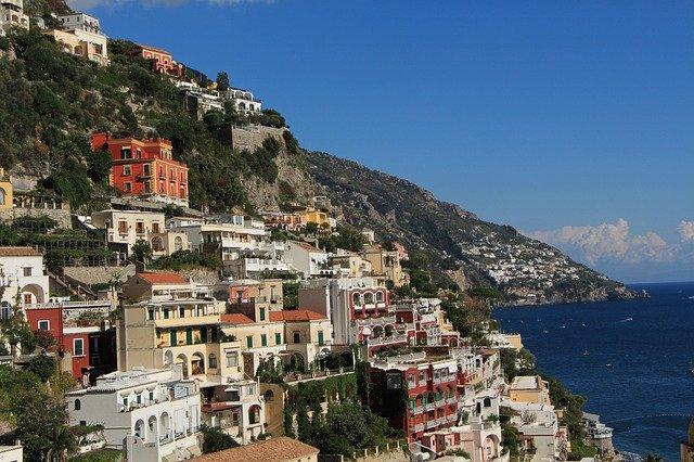 ナポリ観光で行きたい絶景スポット11選!ナポリ周辺の人気スポットをご紹介!