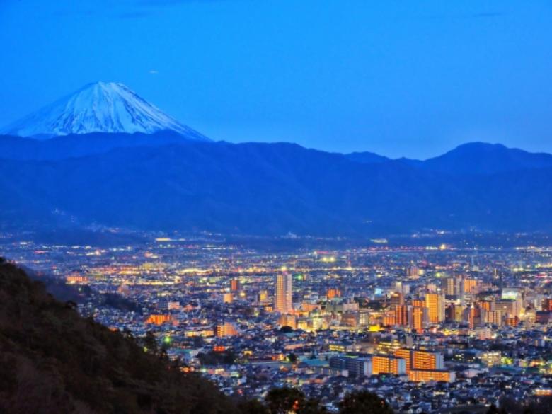 甲府盆地はこんな特徴のある場所!気候の特徴や観光スポットをご紹介!