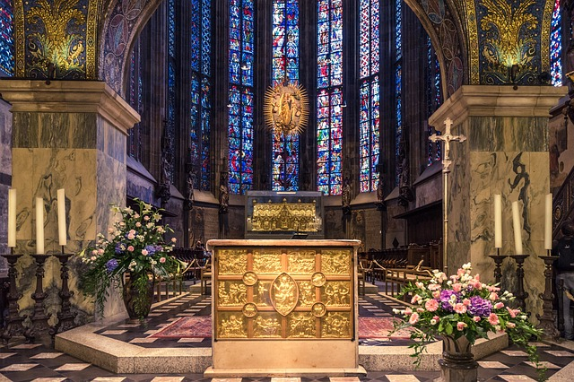 アーヘン大聖堂はドイツにある美しい世界遺産!観光の見どころや行き方 ...