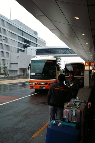 How to travel by bus between Shinjuku and Haneda Airport