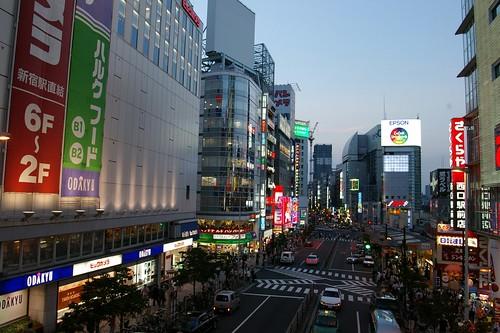 新宿でメンズ服が買えるショッピングスポットは 大学生や社会人向けの