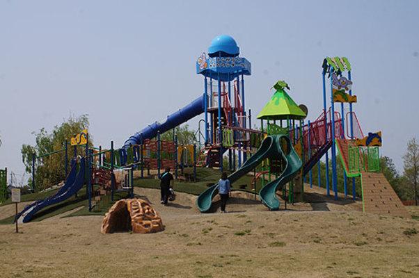 たくさん 公園 が 遊具 ある