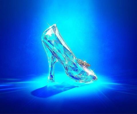 ディズニーランドでガラスの靴を手に入れようグッズの種類や値段を