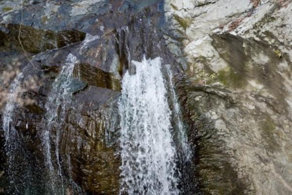 箕面の滝」は大阪のパワースポット!ライトアップの時期や紅葉の見頃は ...