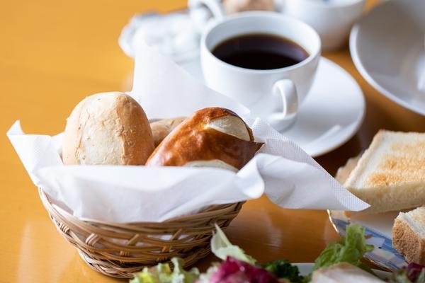 パン と エスプレッソ と 自由 形