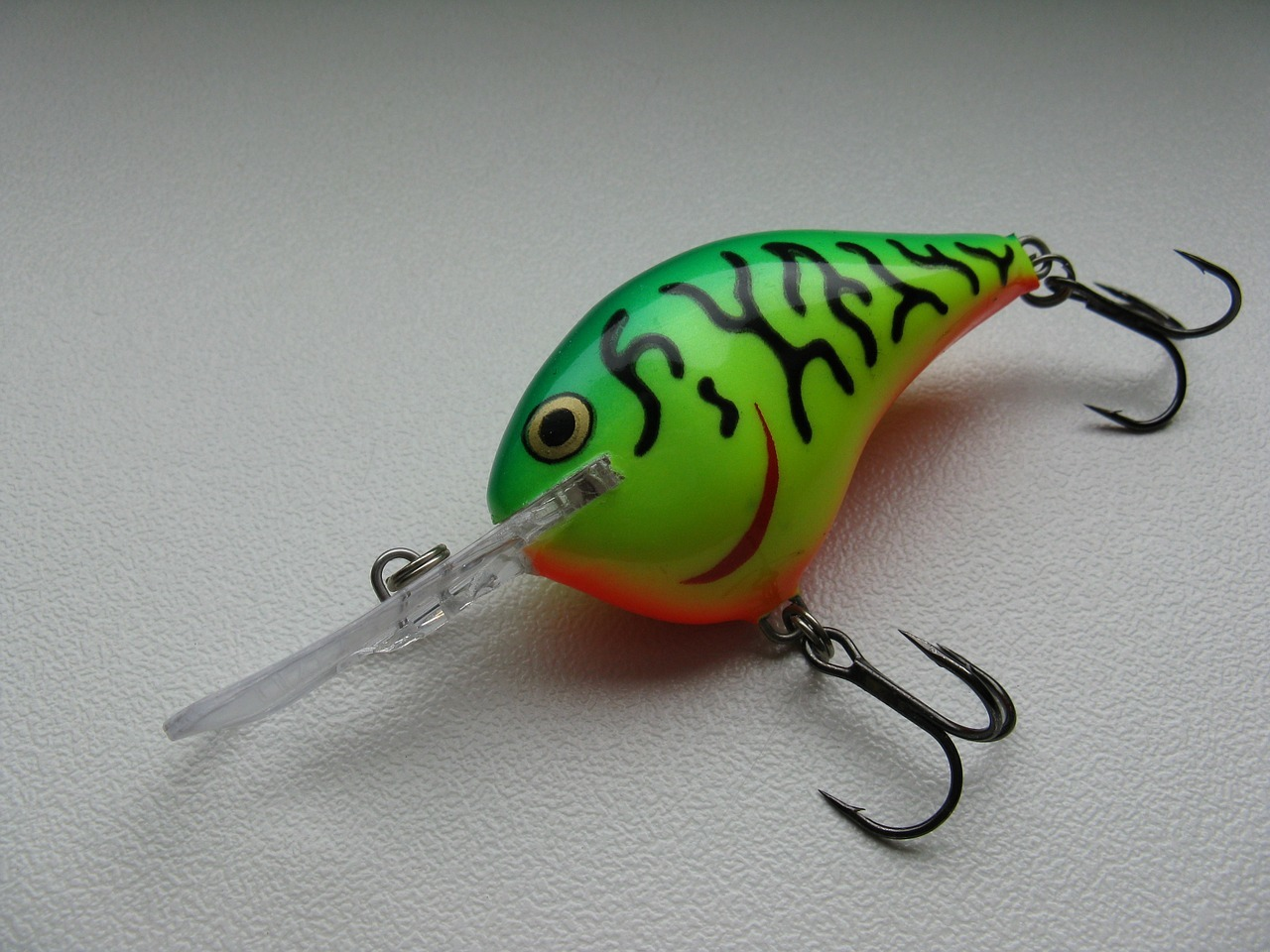 ジグパラスピンの使い方は?釣れるルアーのインプレと動かし方をご紹介!