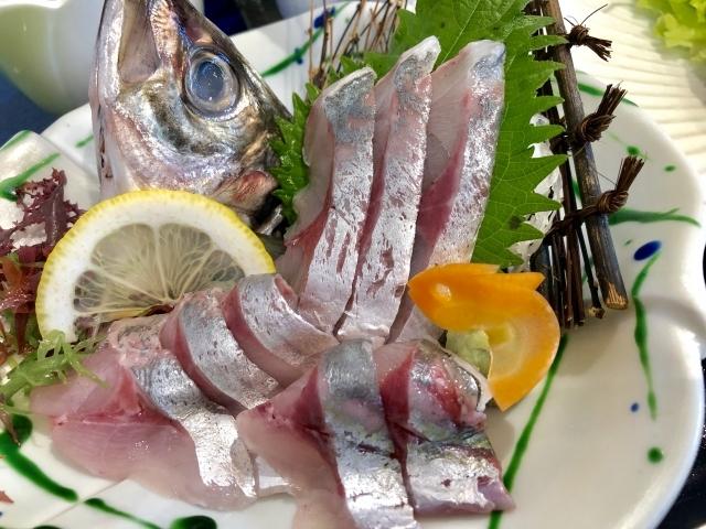 アジの締め方は?釣った後の簡単な魚の締め方を解説!ハサミやナイフで締める!