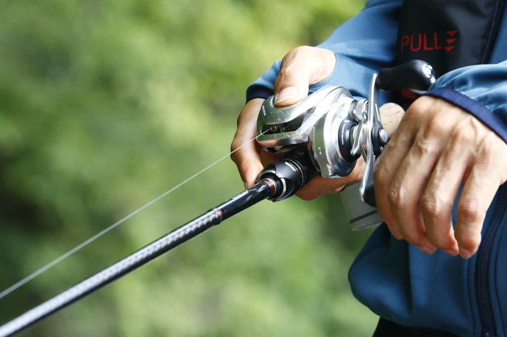 パーミングとは?意味や釣れるようになるベイトリールの持ち方をご紹介!