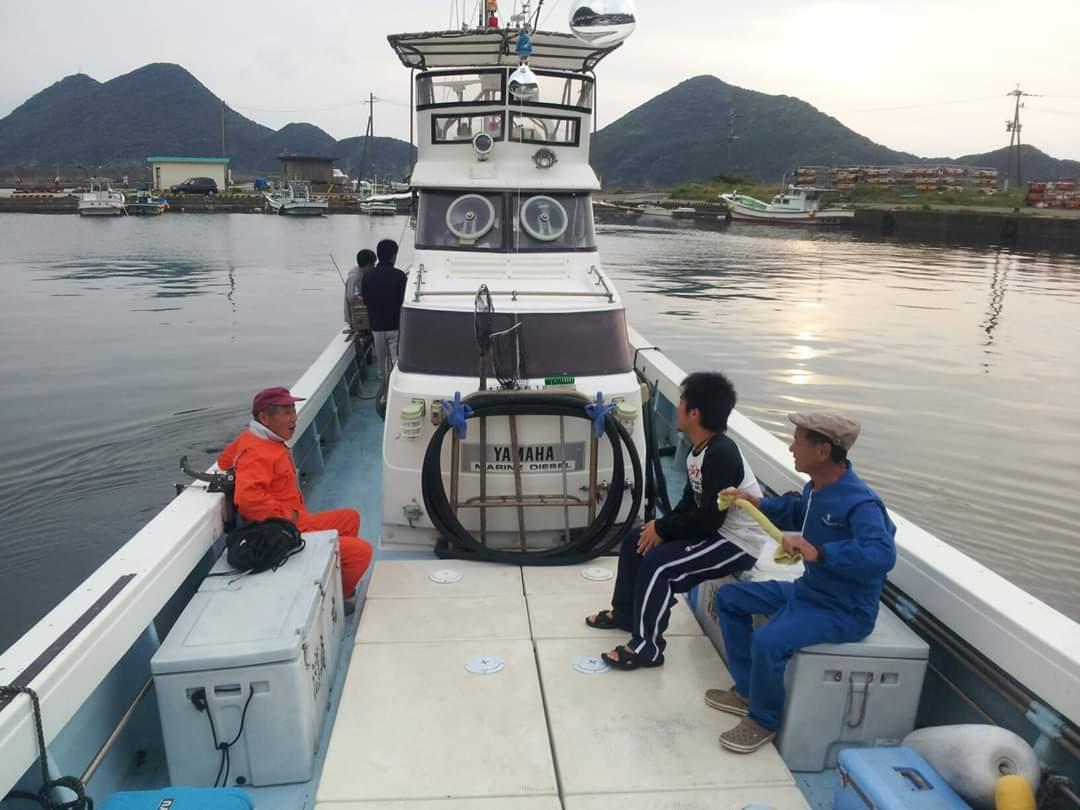 ティップランエギングってどんな釣り方?船から狙うイカの釣り方を解説!