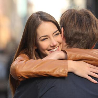 彼女とハグしてる時に男性は何考えてる?ハグでラブラブになろう♡