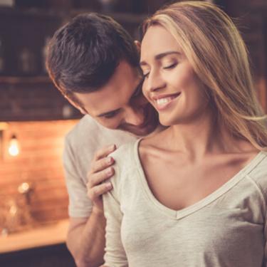 スキンシップとは?恋愛でスキンシップする心理と効果は?