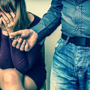 彼女を泣かせた時の男性の本音を徹底調査!泣かせたエピソード大公開