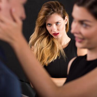 嫉妬する対象は男女で違う?男は性的に、女性は精神的に嫉妬する!