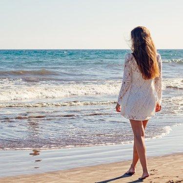 【夢占い】海の夢の意味33選!幸運の波がくる?
