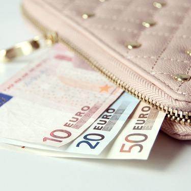 財布で金運はアップする!色や素材・ブランドなどのおすすめは?